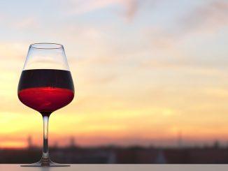 Красное вино на закате