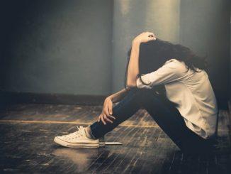 Ангедония. Девушка в депрессии